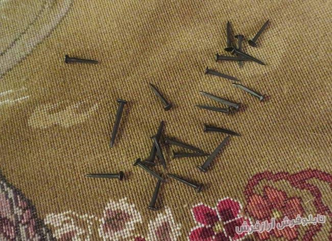 میخ های مورد نیاز برای نصب فرش در قاب تابلو فرش