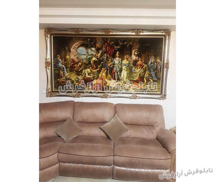 تابلو فرش نصب شده تاج گذاری حضرت سلیمان در خانه مشتری